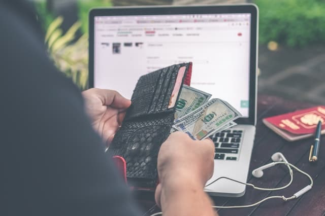 6 Online Shopping Hacks to Save More Money When You're Shopping Online